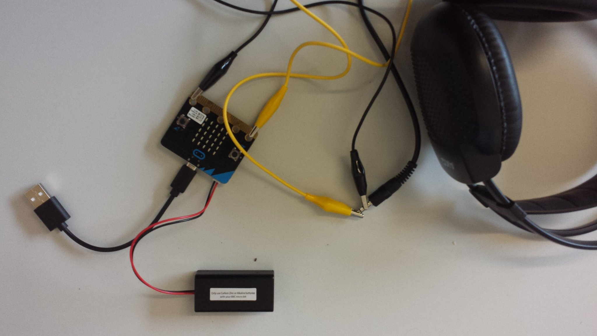 how to connect microbit to heasdphones